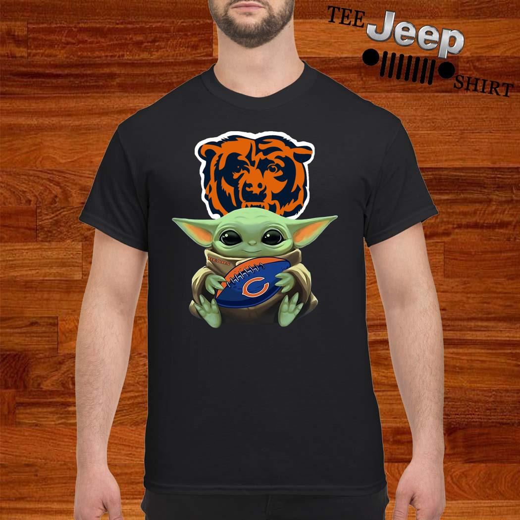 Baby Yoda Hug Chicago Bears Shirt