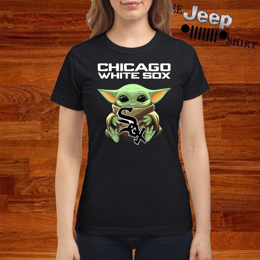 Baby Yoda Hug Chicago White Sox Ladies Shirt