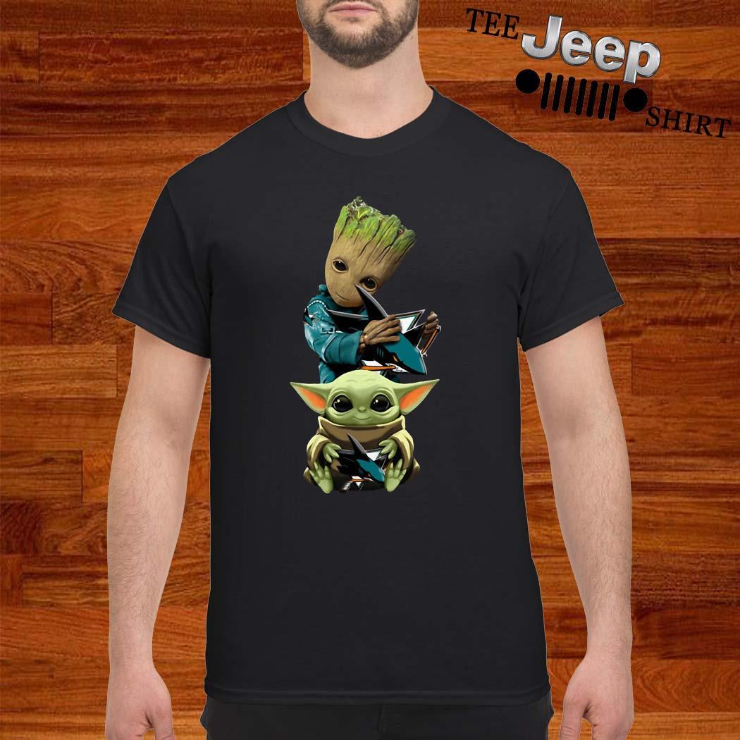 Baby Groot And Baby Yoda Hug Philadelphia Flyers Shirt